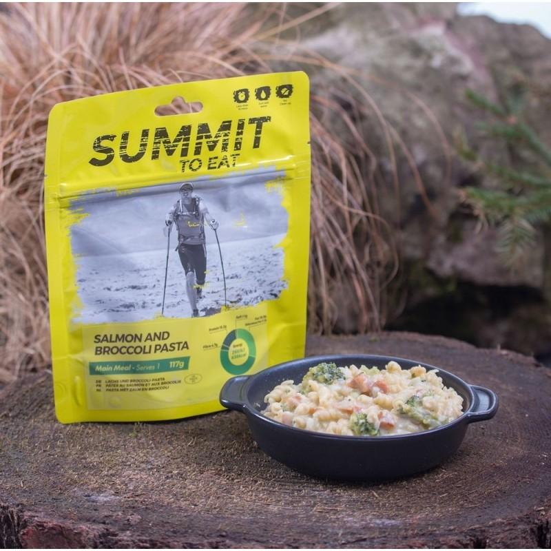 SUMMIT TO EAT losos s cestovinami a brokolicou